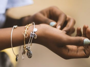 How to Choose the Perfect Piece of Jewelry for Your Loved Ones